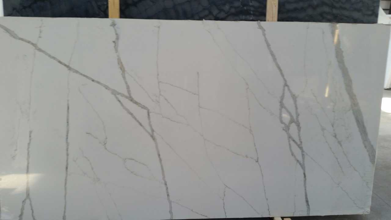 "Product Name: CALACATA GOLD LUSSO QUARTZ 3CM   Lot #: PS4189    Avg. size: 120"" X 63"""
