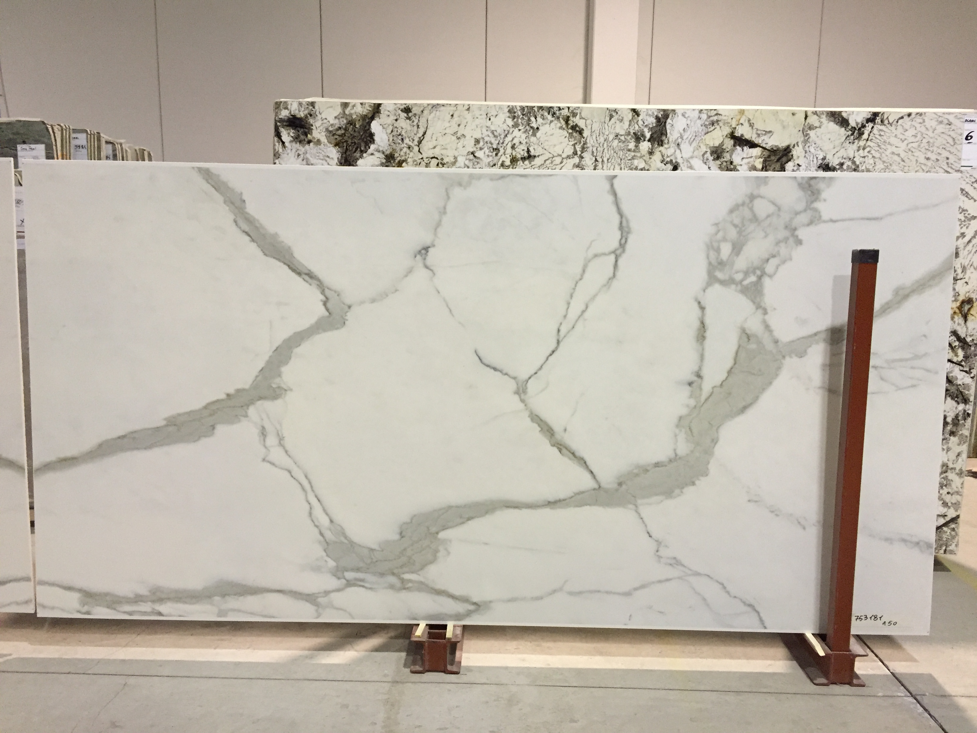 "Product Name: EPIC CALACATA TOP PORCELAIN NATURAL 1.2CM   Lot #: FAV1204A    Avg. size: 126"" X 63"""