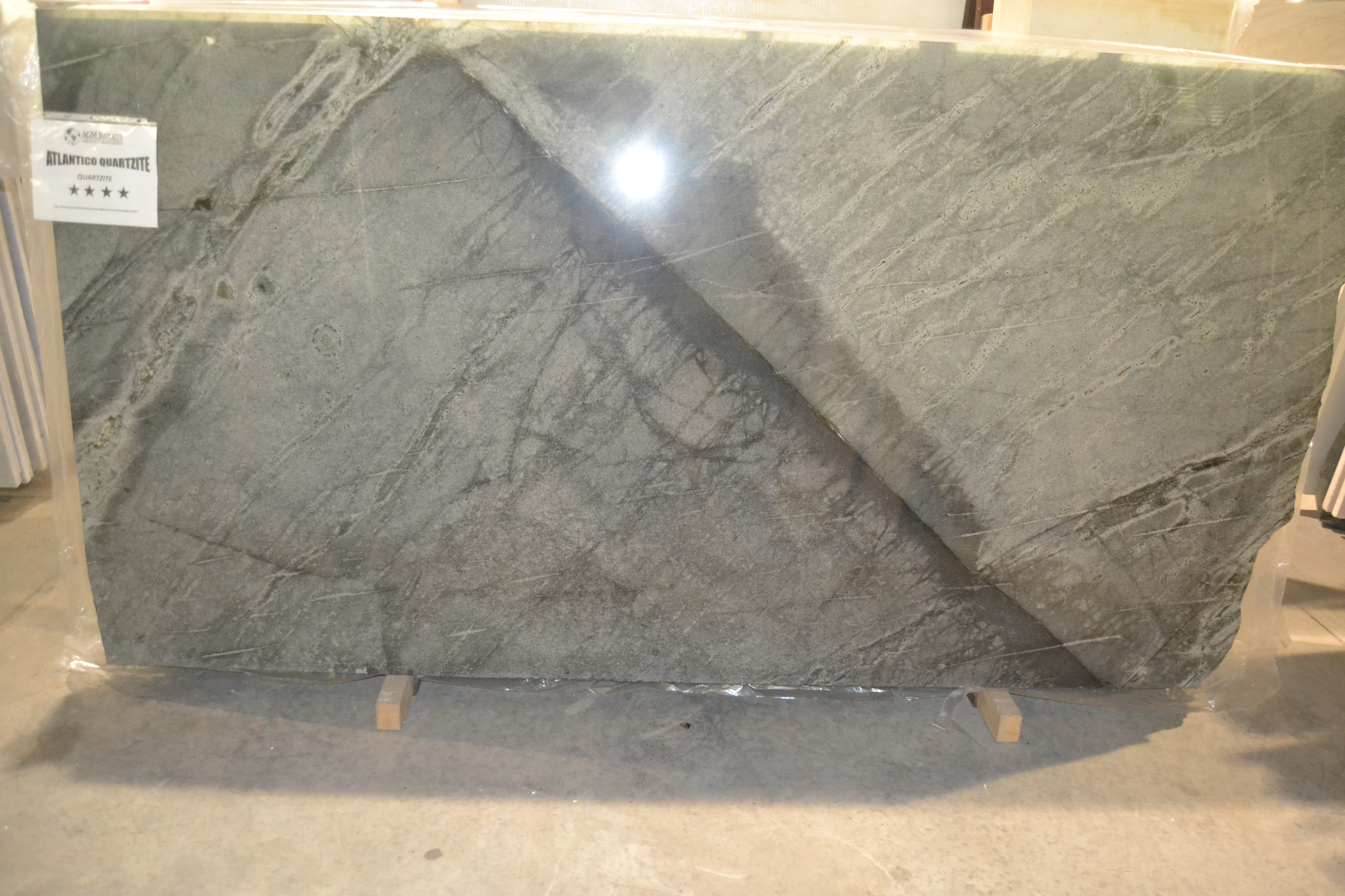"Product Name: ATLANTICO QUARTZITE 3CM   Lot #: STTR7552    Avg. size: 107.5"" X 58"""
