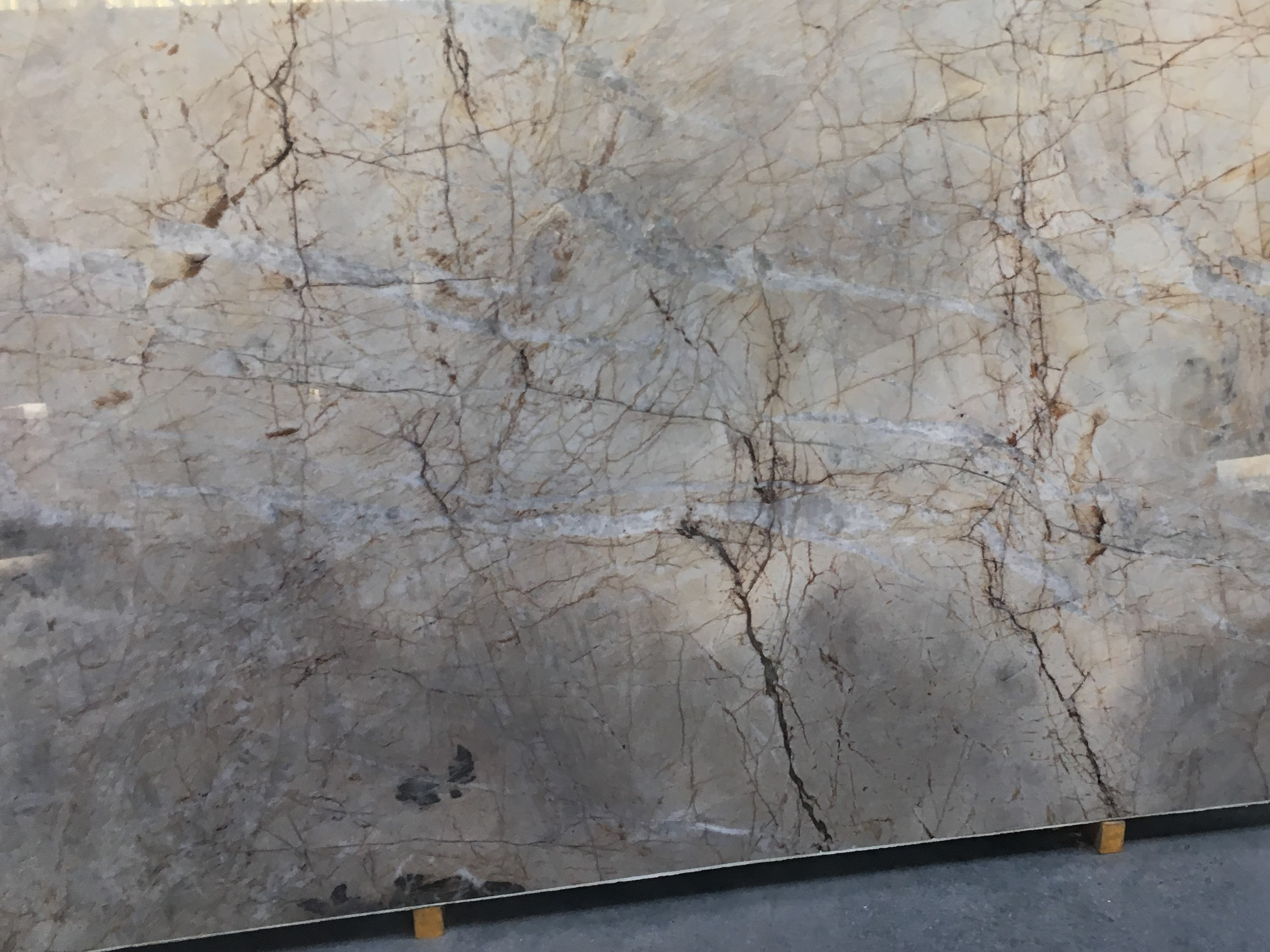 "Product Name: ELYSIAN WHITE QUARTZITE 3CM   Lot #: MAG2342    Avg. size: 120"" X 79"""