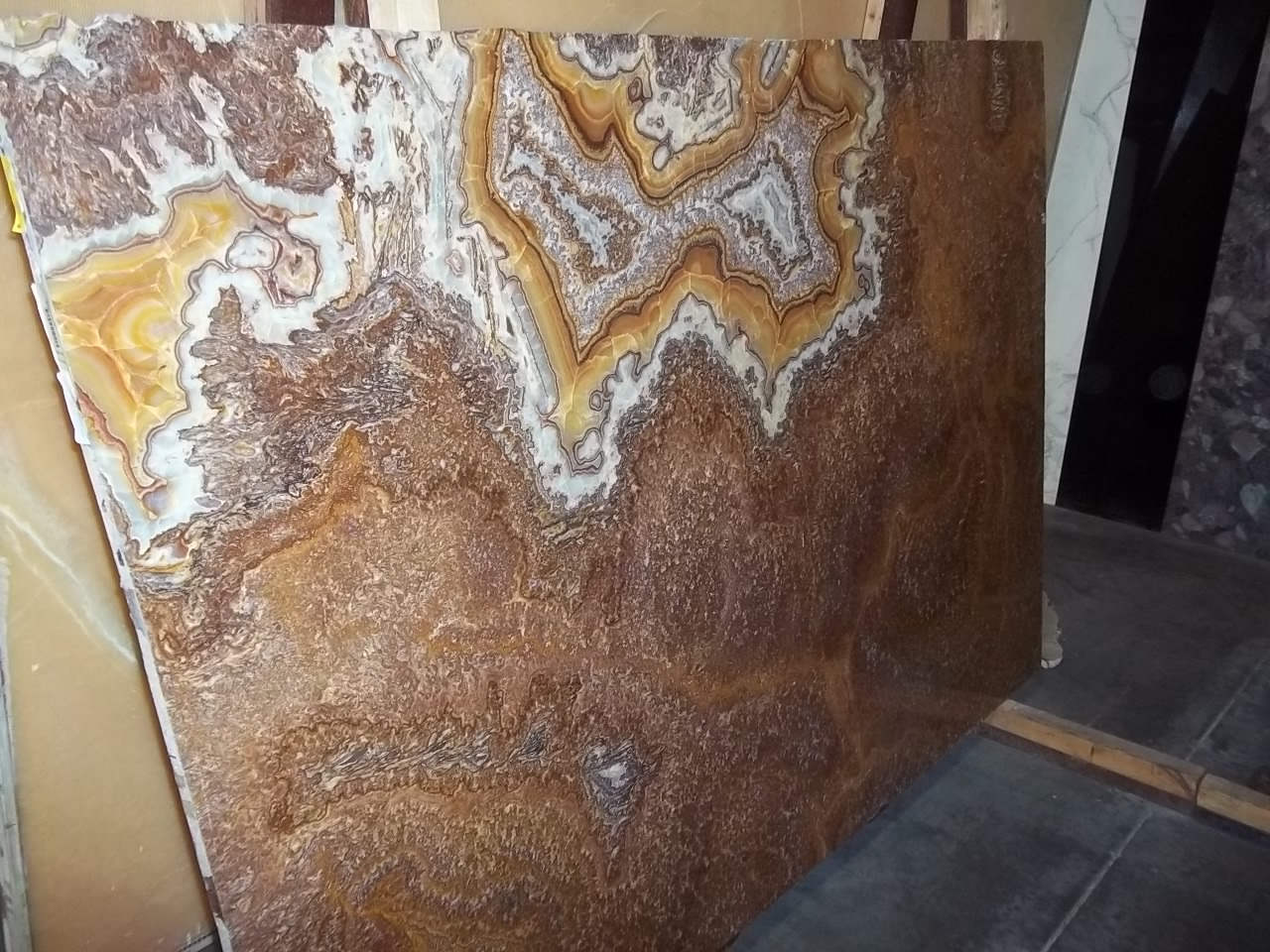 "Product Name: GOLD ONYX 2CM   Lot #: NONENONE    Avg. size: 80"" X 55"""